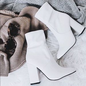 ✨white heeled booties✨
